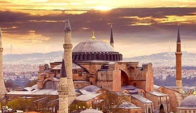 Who built Hagia Sophia When Hagia Sophia Museum was built? Story of Hagia Sophia sophia museum into a mosque
