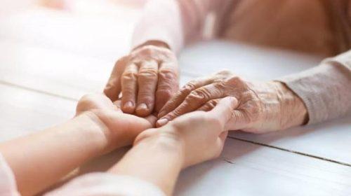 UAE: Indian-origin Dubai resident helped in return of an elderly couple
