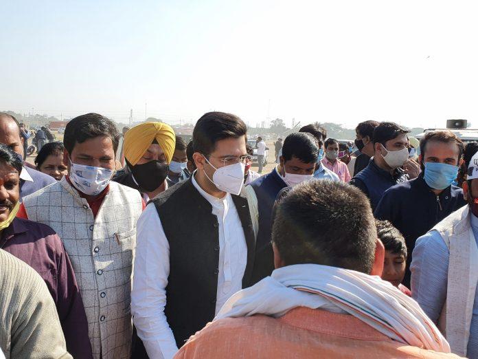 Delhi government hosting farmers, Modi government should not make it a battle of importance: Raghav Chaddha