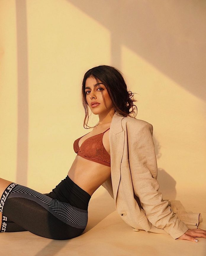 Bollywood actress Alaya was seen in Uber-Slime Pose
