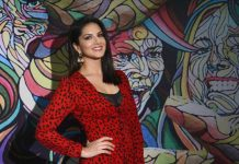 Sunny Leone shared her 'mood' with fans