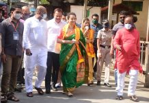 Kangana Ranaut returned to Mumbai, visited Mumba Devi