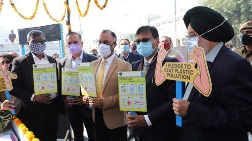 Delhi Chief Secretary  launches  NDMC's 'Plastic Lao,Mask Pao' Kiosk at Connaught Place, New Delhi