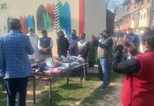 "NDMC's "" Neki ki Deewar""  donates woollen cloths and blankets to needy people."