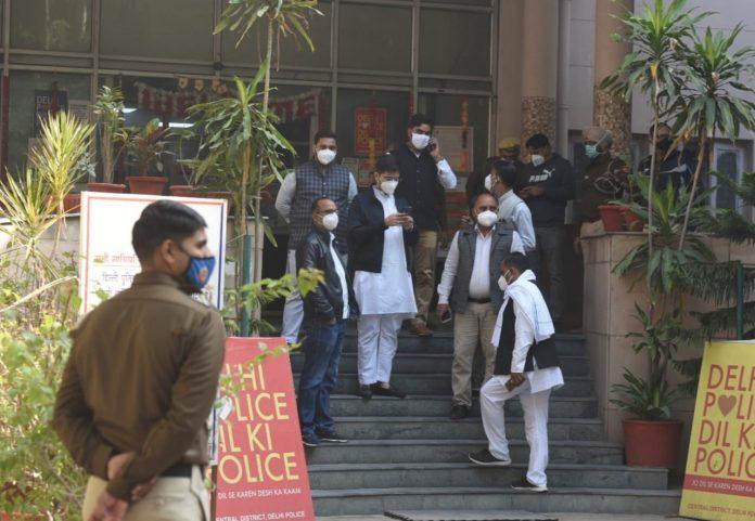 Delhi: Demolition outside CM House, BJP workers break the camera