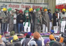Farmer leaders end the hunger strike with 'Ardas' at Singhu border