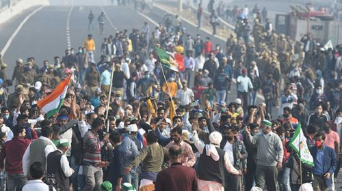 Farmers stopped traffic on the Ghazipur border