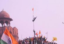 Delhi: Farmers hoisted their flag on the Red Fort after a clash with the police
