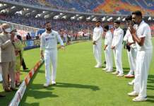 The President of India Ram Nath Kovind interacting with cricket players of India and England