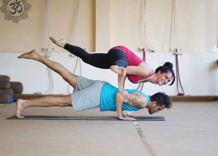 Janmat Samachar Special Prema Yoga International School, Mr. Robinson Zabethananda Narayan a Yoga Trainer by profession gives yoga classes..